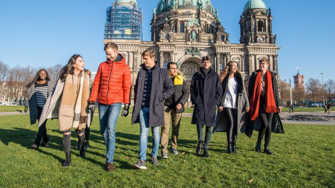 Students walking in front of the Berliner Dom